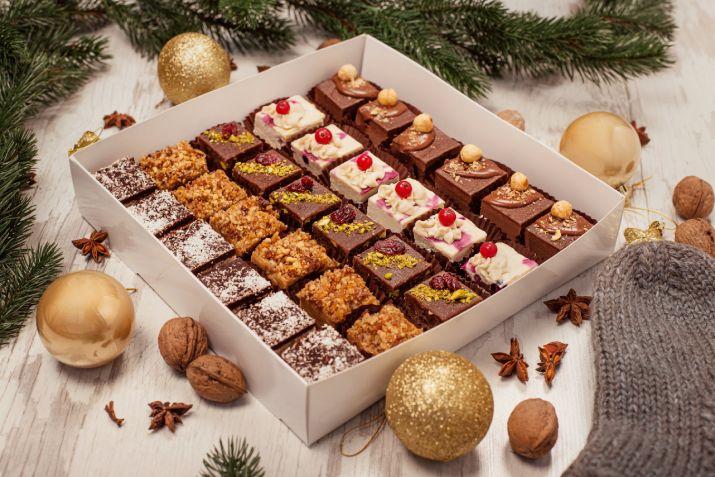 Cutia cu bunătăți de Crăciun și Anul Nou