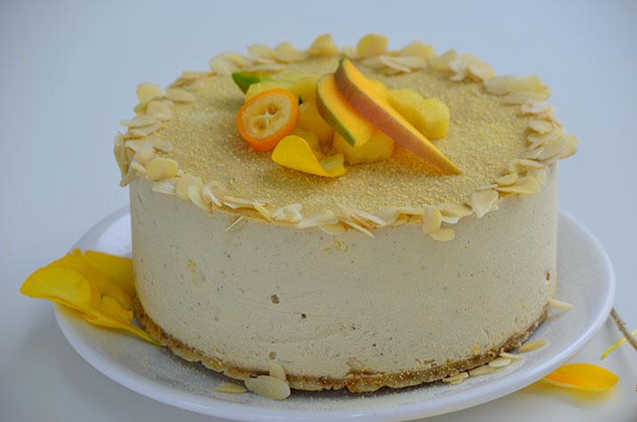Tort cu vanilie, mango și ananas